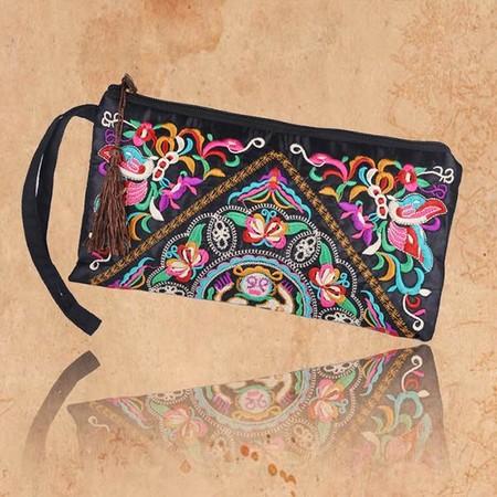 Diego Ricol recomienda: Desde sólo 2,78 euros tenemos bolsos bordados en eBay con envío gratis incluido