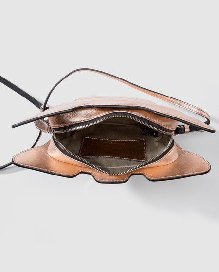 Diego Ricol recomienda: Este bolso de Armani puede ser tuyo por 90 euros, en el remate final de El Corte Inglés